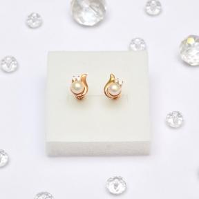 Золотые серьги гвоздики с жемчугом